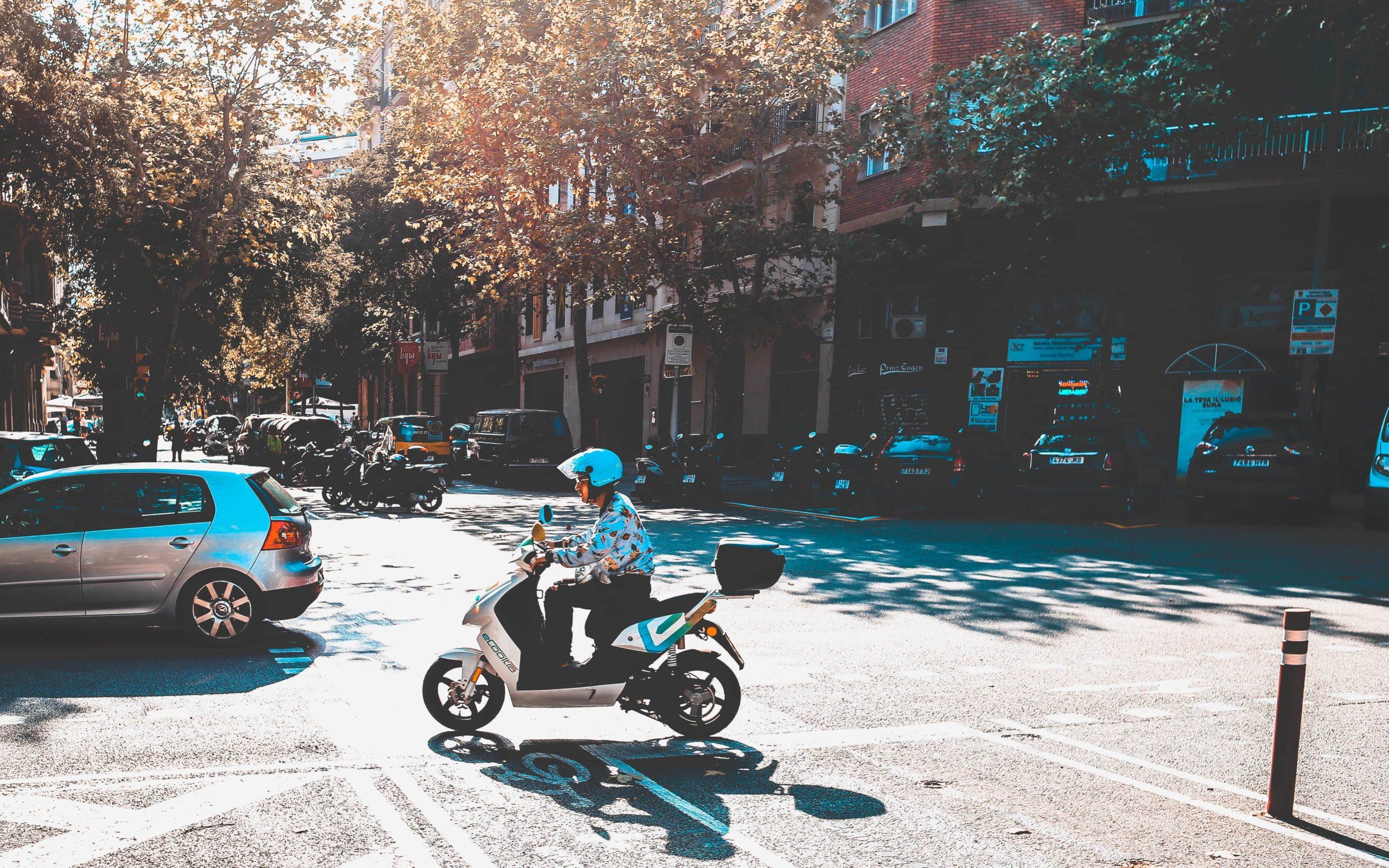 交差点とバイク